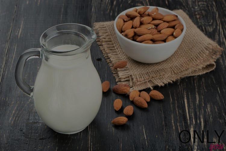 10 zalet mleka migdałowego
