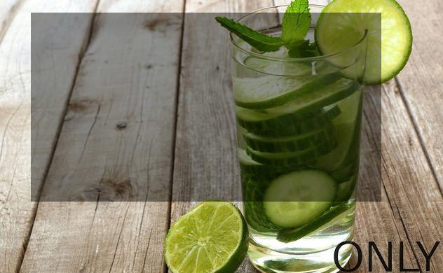 Zdrowy napój na lato: woda ogórkowa
