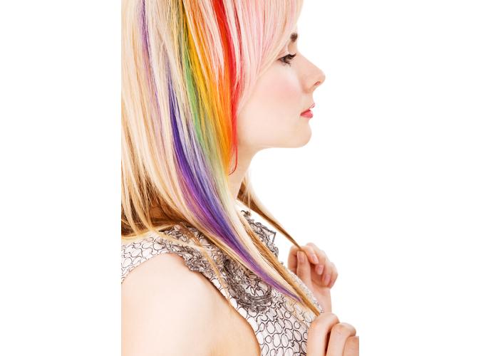 Kolorowa kreda na włosach