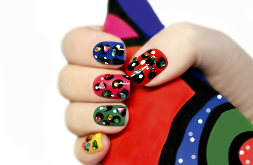 Krótkie paznokcie są modne