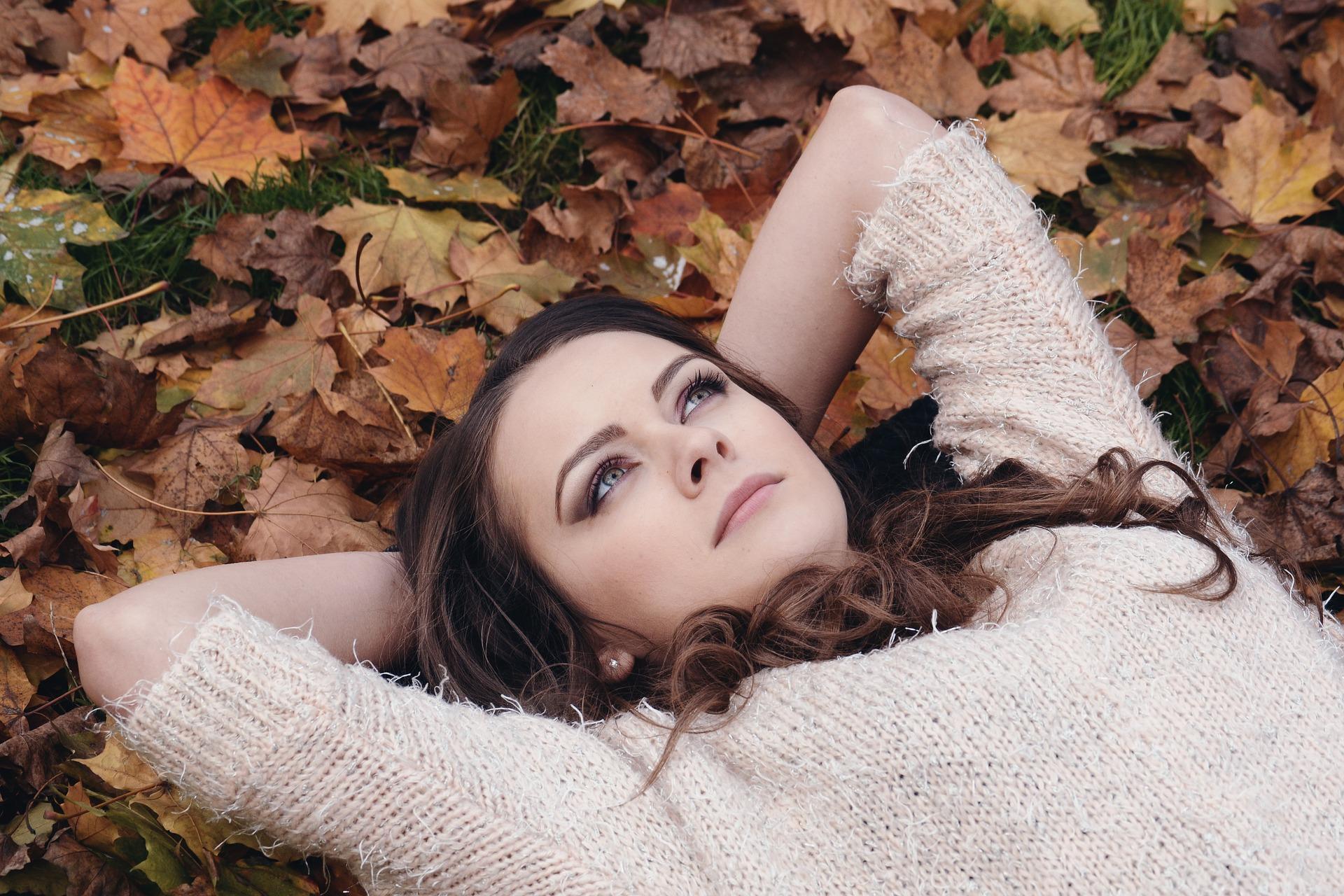 3 odżywki wzmacniające włosy jesienią