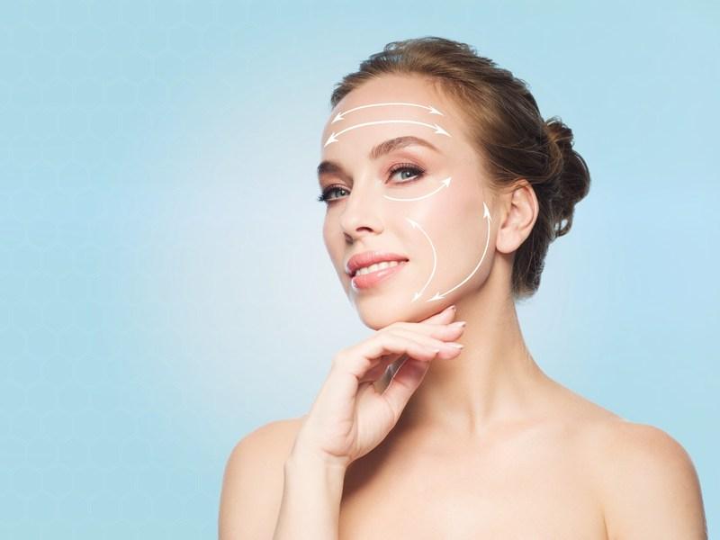 7 sposobów na zimową pielęgnacje twarzy, która odejmuje lat i dodaje skórze blasku