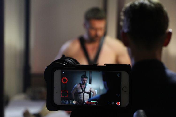 Adi Spektor – Polak szokuje homoseksualnym filmem w USA!