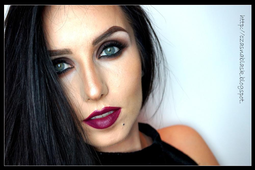 Makijaż na Walentynki: smoky eyes