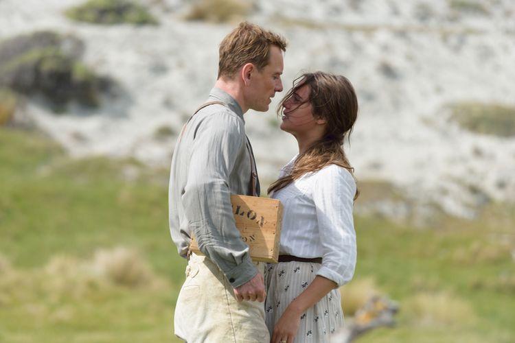 """Zakochany Fassbender obnaża się w """"Świetle między oceanami"""""""