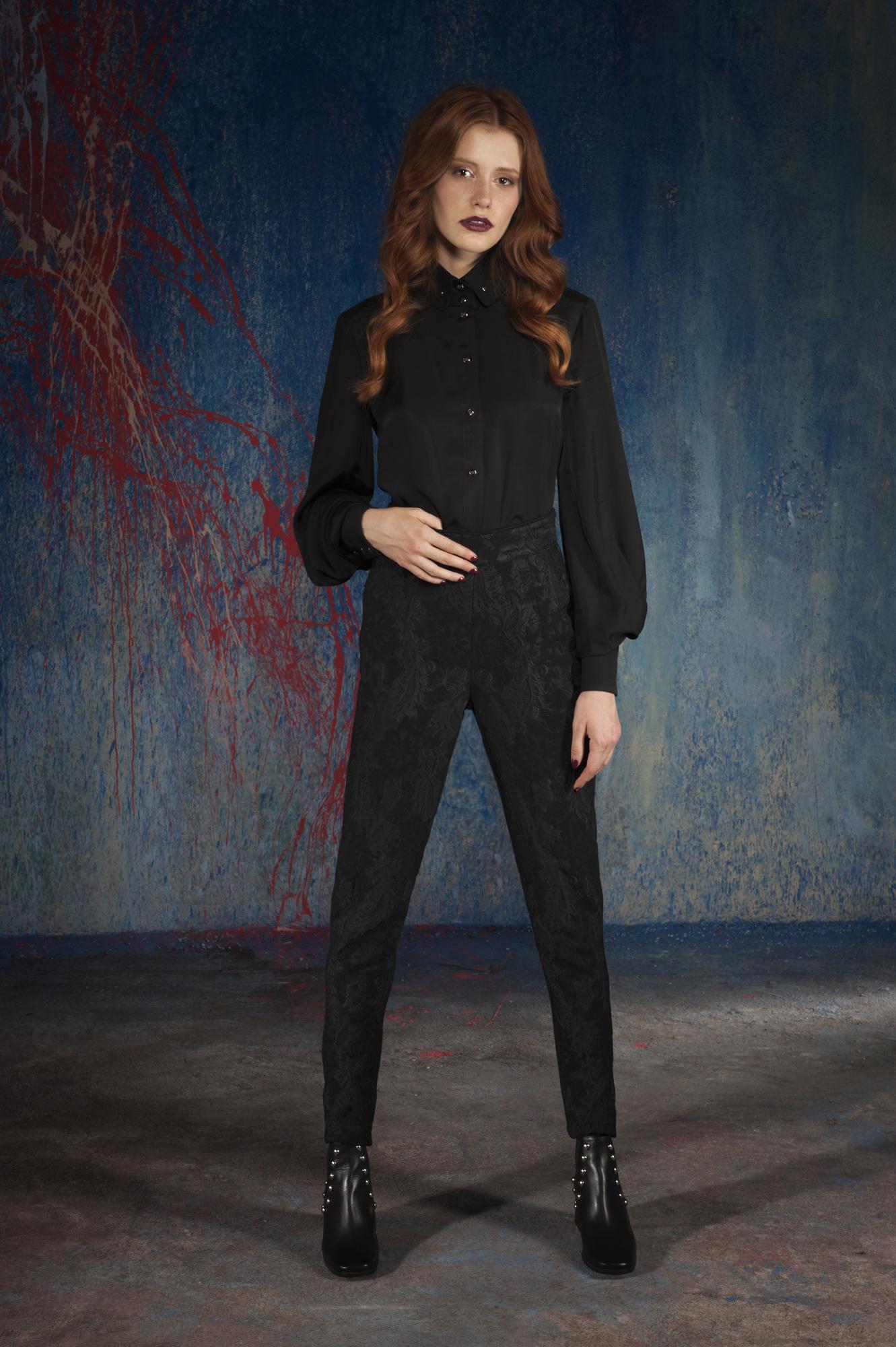 spodnie żakardowe, koszula czarna