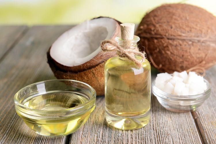 Wiedziałaś, że olej kokosowy zagęszcza brwi?