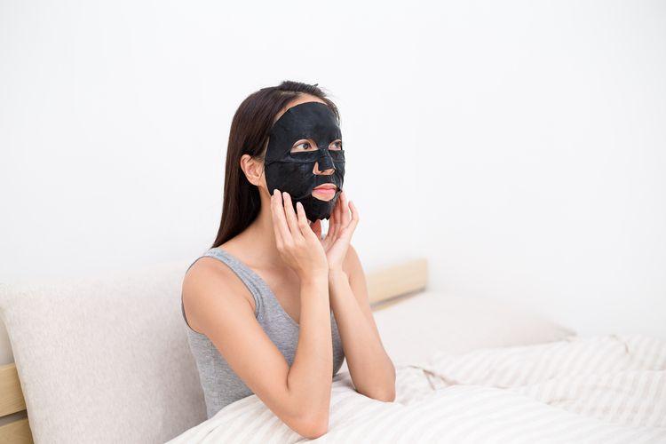Nowy trend w oczyszczaniu skóry – maska węglowa i bąbelkująca