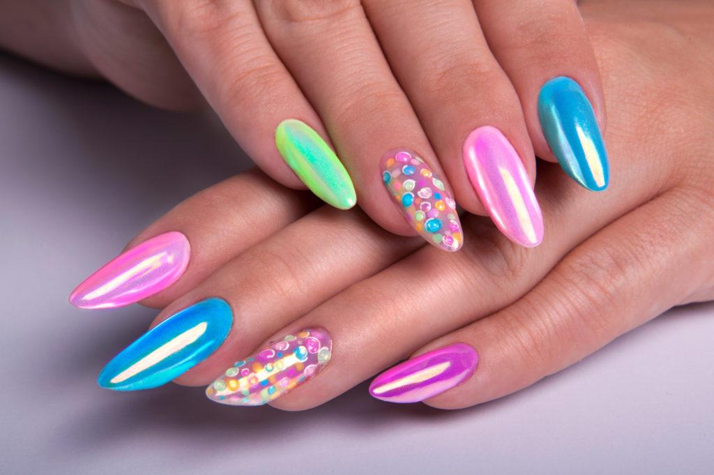 mieniące się paznokcie