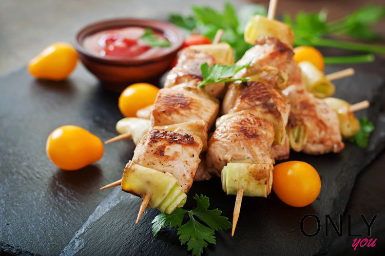 Warzywno-drobiowe szaszłyki z grilla