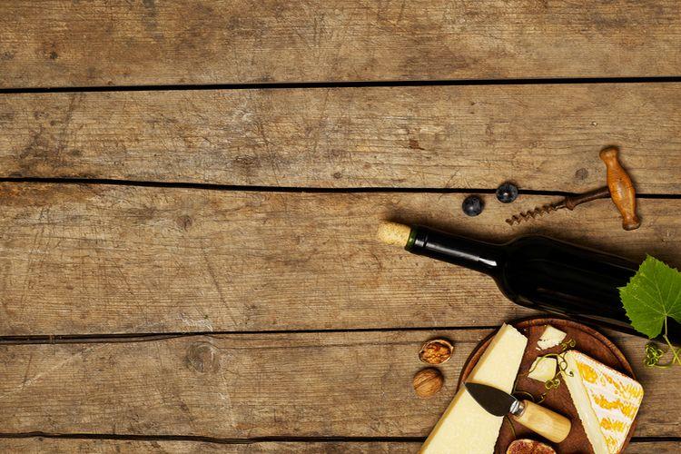 Jak otworzyć butelkę wina bez korkociągu