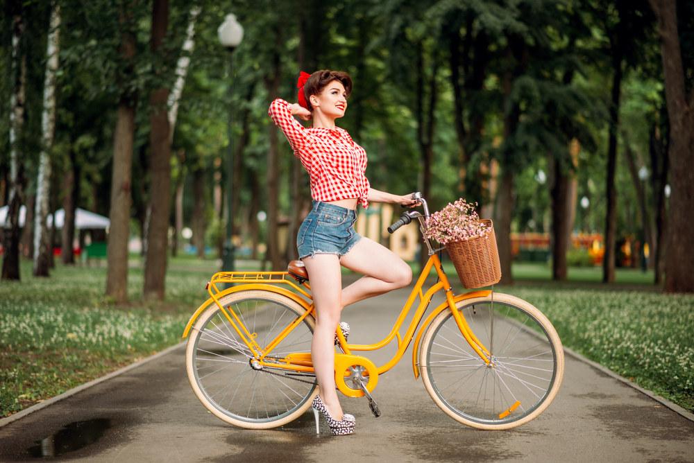 Pin-up girl – jak wyczarować stylizację rodem z lat 50-tych