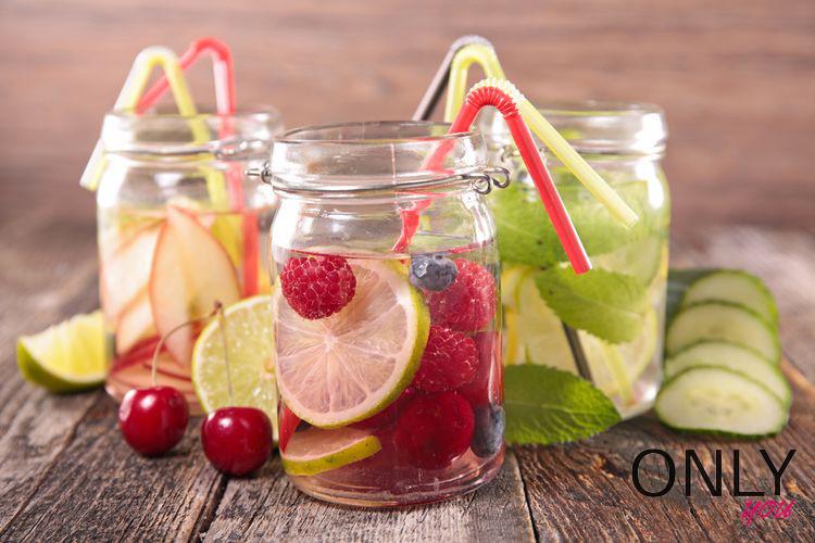 5 pomysłów na domową wodę owocową