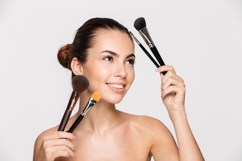 Fluid, w kremie czy w sztyfcie – czym różnią się rodzaje podkładów do twarzy