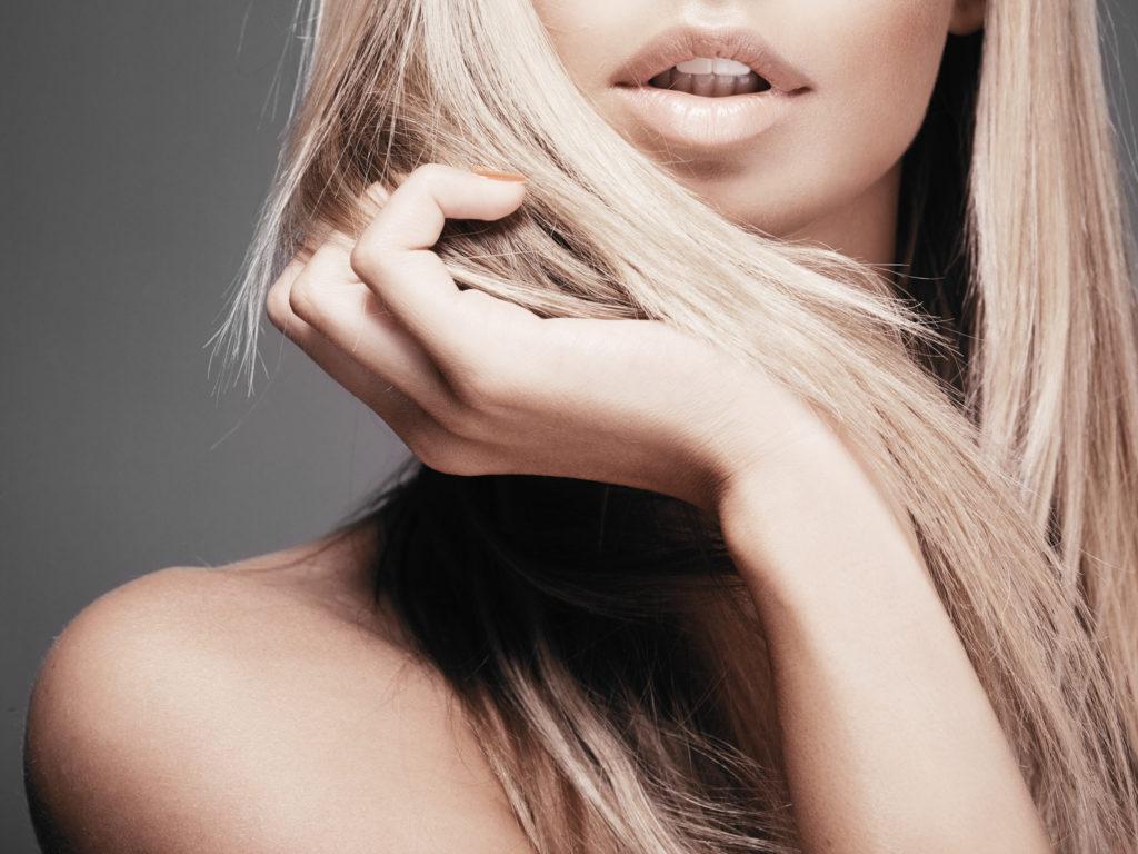 Rozjaśnianie włosów – skutecznie i bezpiecznie. Na co zwrócić uwagę?