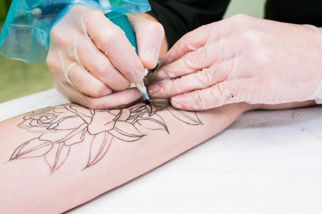 Czy tatuaż można reklamować