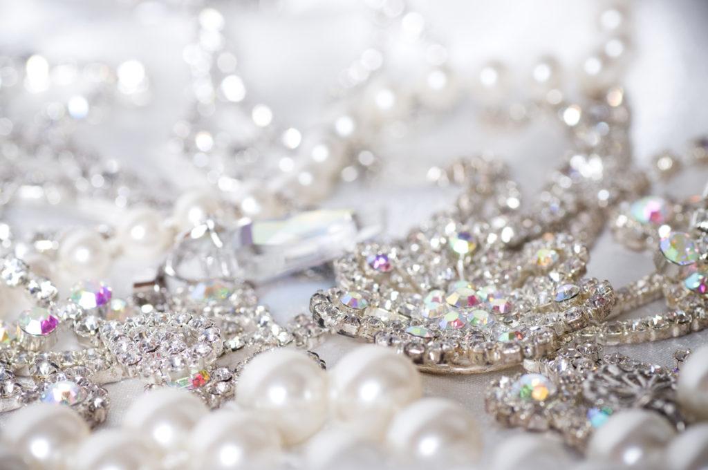 Biżuteria Guess – na co dzień i od święta! 5 propozycji stylizacji