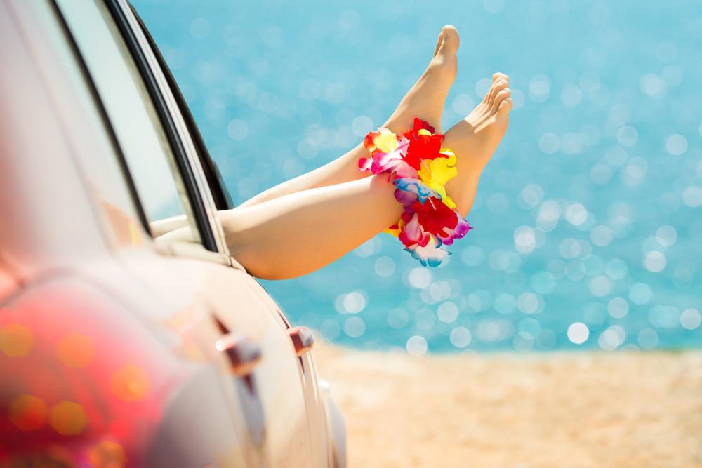 Zabiegi upiększające a letni urlop – na co uważać?
