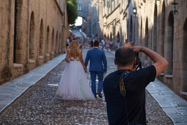Jedziesz na wakacje? Jeśli chcesz być trendy, nie zapomnij wziąć fotografa!