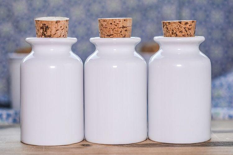Jak usunąć nieprzyjemny zapach z plastikowych pojemników