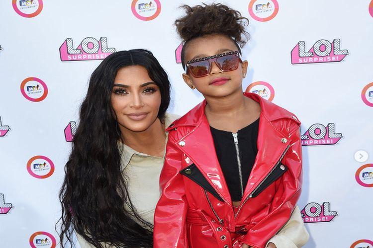 Córka Kim Kardashian debiutuje na wybiegu