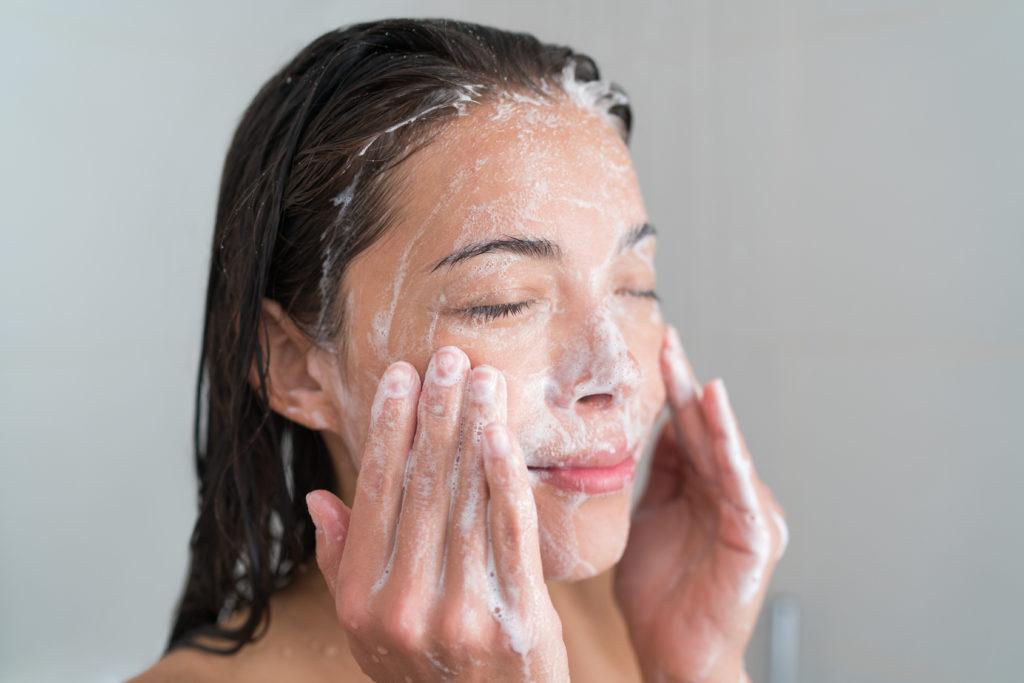 Jak pielęgnować tłustą skórę?