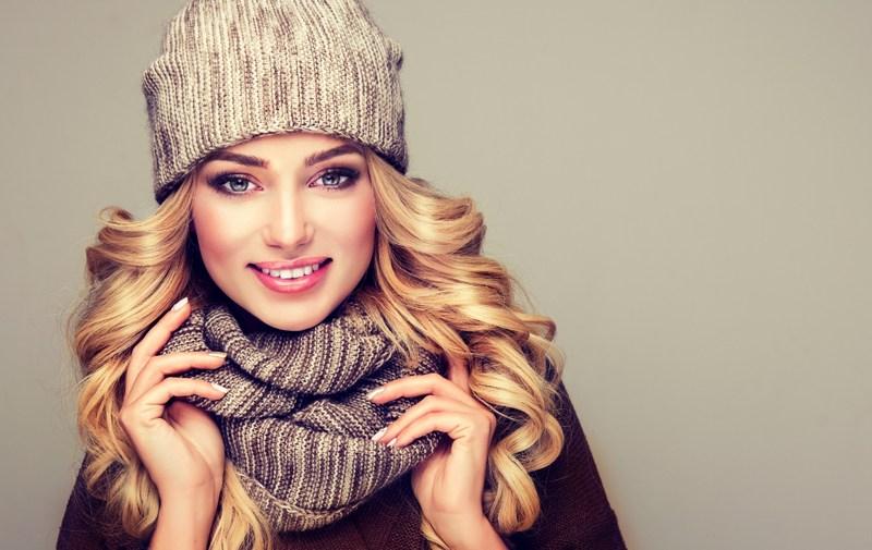 Jak czapka wpływa na kondycję włosów