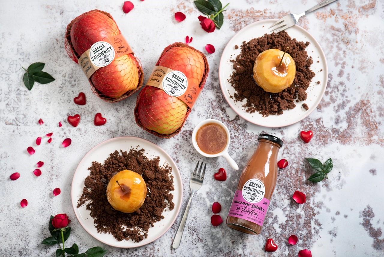 Walentynkowa inspiracja: jabłka z kruszonką i sosem maślano-jabłkowym