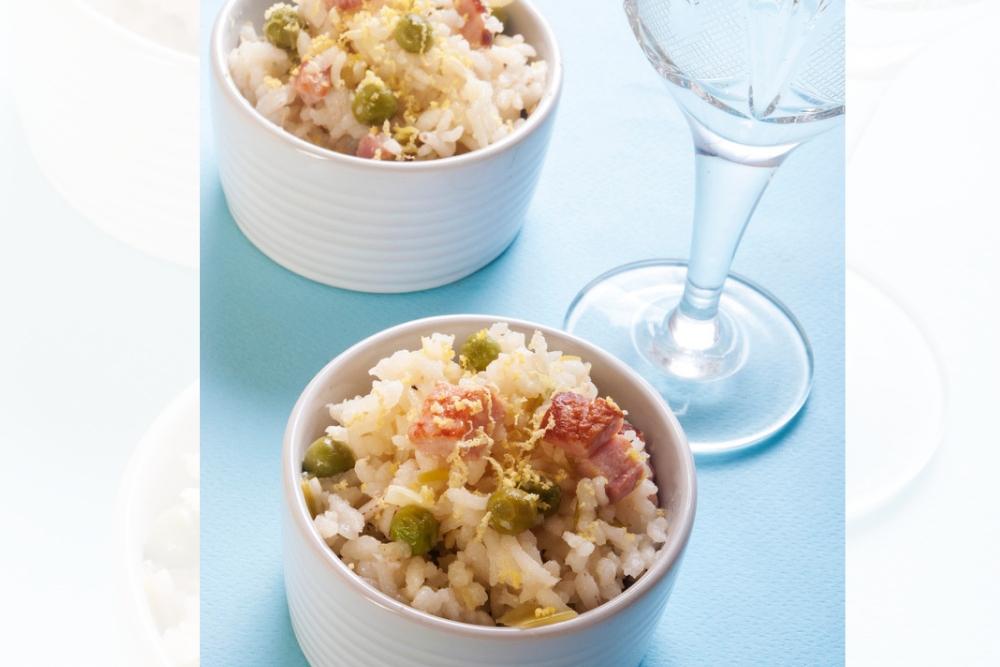 Przepis na ryż w stylu włoskim z zielonym groszkiem