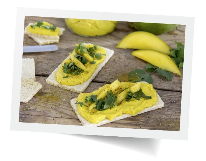 Jak zrobić przekąski z pastą mango-curry i kolendrą