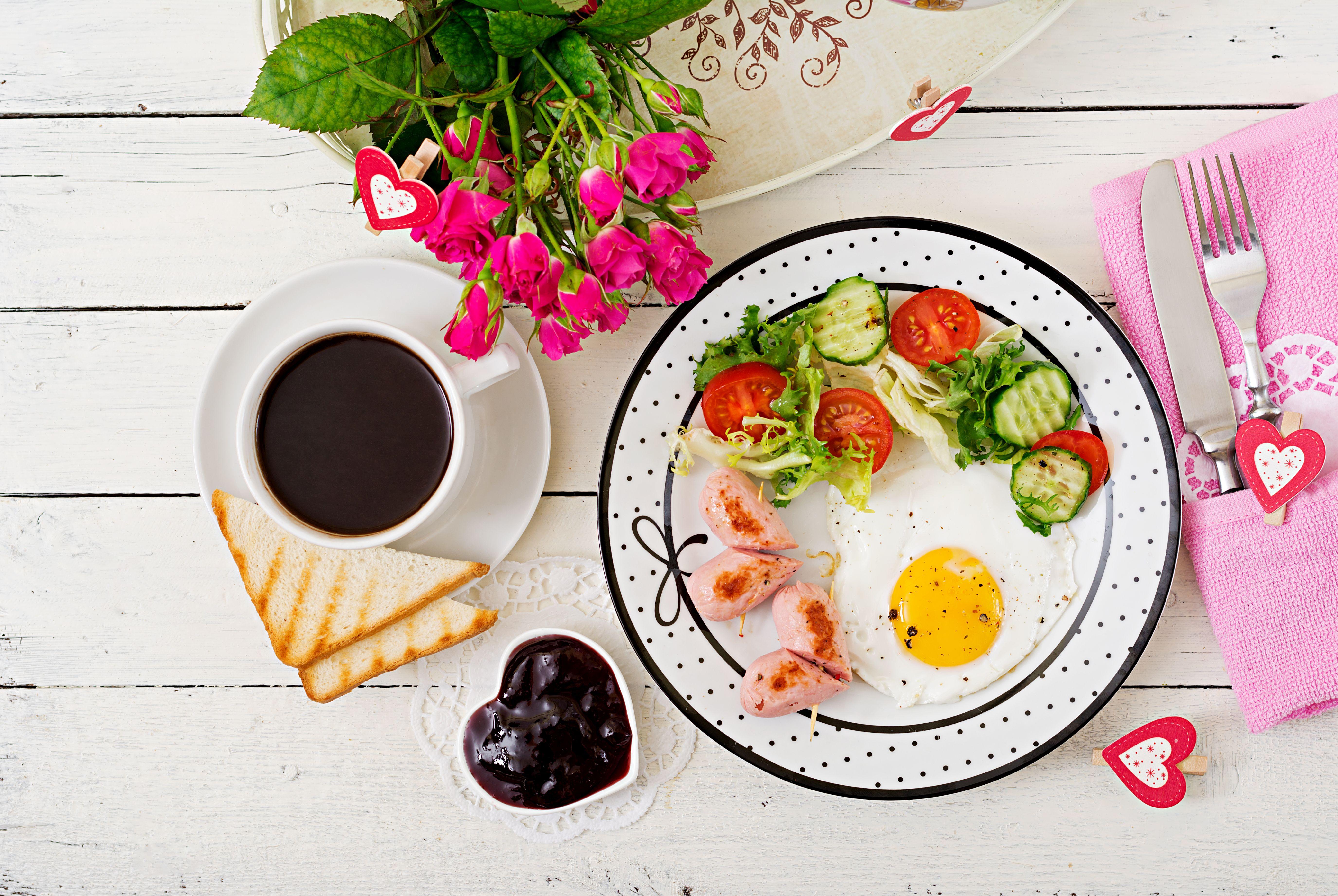 Przygotuj śniadanie z sercem – sprawdź prosty przepis na udane walentynki