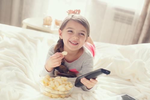 Uwaga! Dziecko przed telewizorem!