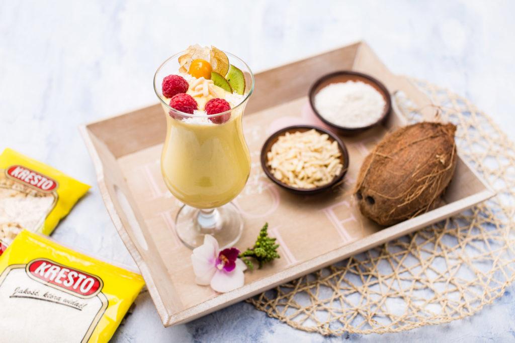 Smoothie mango-kokos z migdałami
