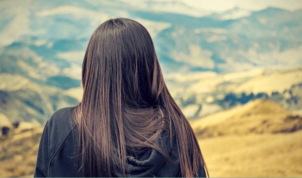 Włosy rosną za wolno? Dowiedz się, jak przyspieszyć porost włosów