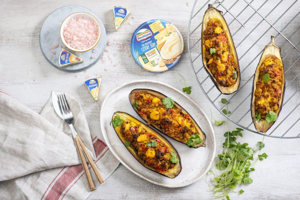 Grillowane bakłażany z farszem serowo-mięsnym i kolendrą