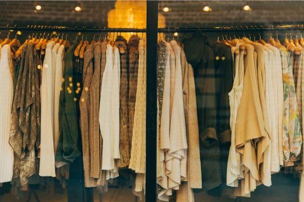 Gdzie i dlaczego warto kupować ubrania online?