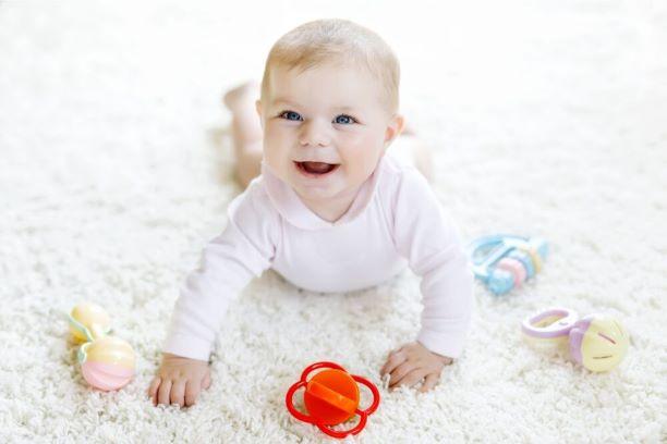 Jak rozwija się dziecko w piątym miesiącu życia?