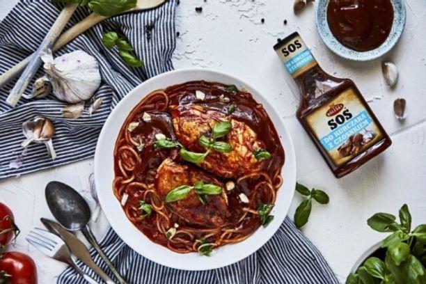 Linguine z kurczakiem w pomidorowo-czosnkowym sosie z bazylią