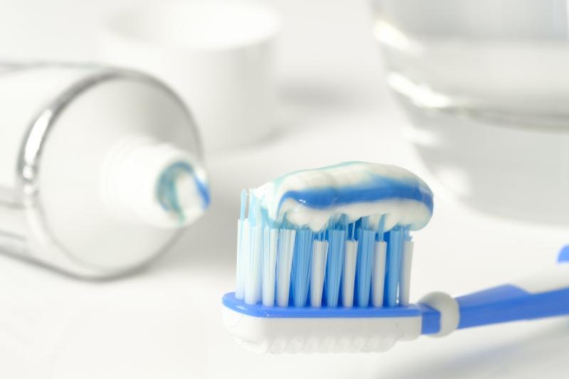 Białe plamki na zębach. Nadmiar fluoru?