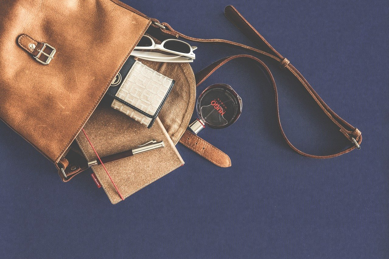 Do czego pasują torebki damskie listonoszki?