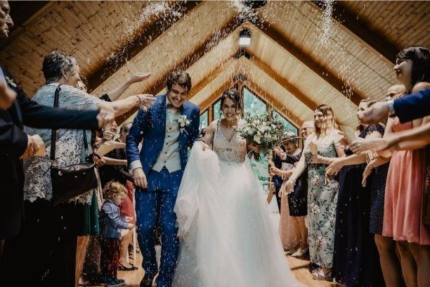 Jak ubrać się na wesele? Poznaj ślubny savoir-vivre!