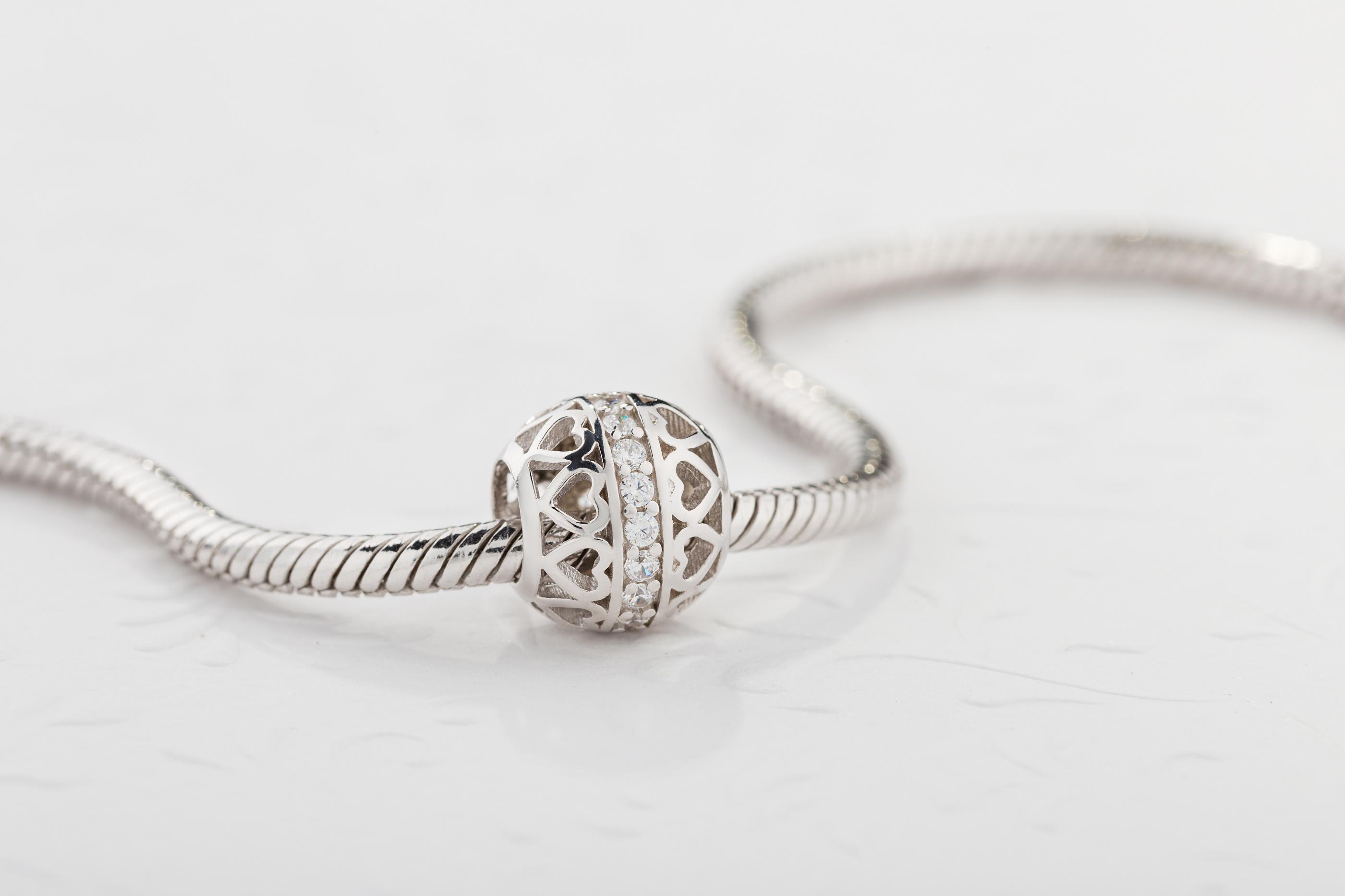 Stwórz własną biżuterię – poznaj zawieszki charms od W.KRUK