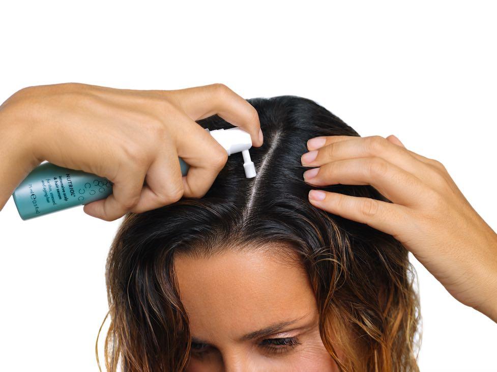 4 wskazówki jak pielęgnować włosy po zimie
