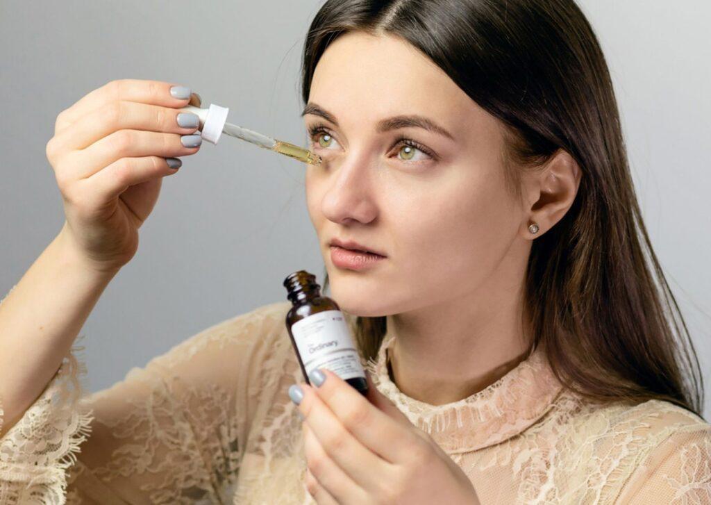 Przeciwzmarszczkowe preparaty pod oczy