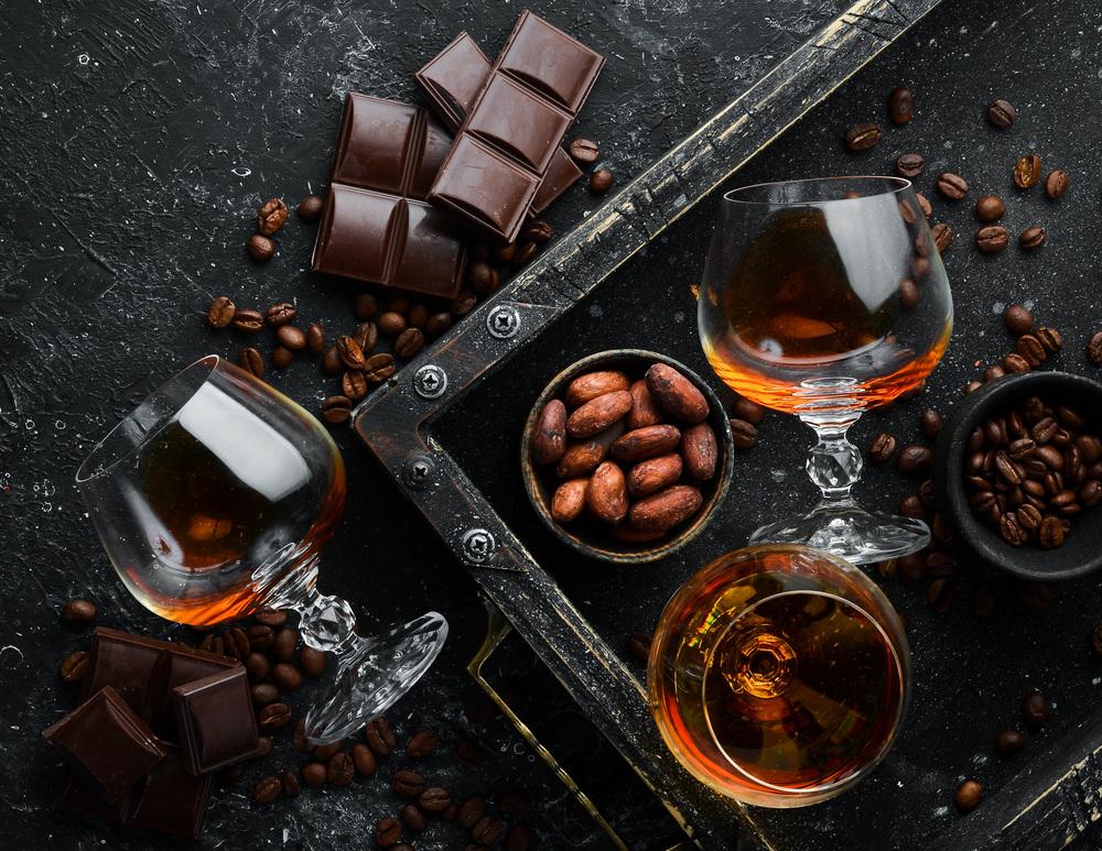 Parowanie czekolady z alkoholem – fascynująca gra szczegółów