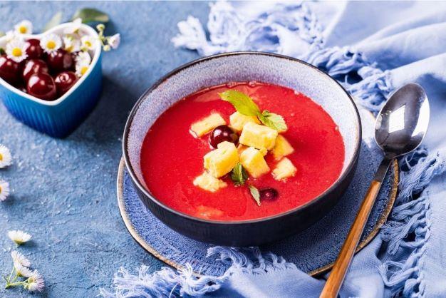 Zupa wiśniowa z polentą