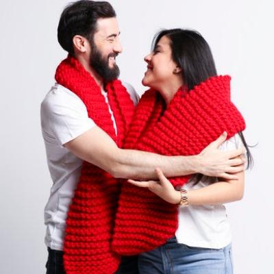Szal wykonany na drutach marki We Are Knitters